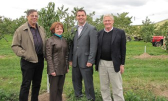 Tim Hudak, Leader of the Ontario PC Caucus, and Ernie Hardeman meet with Brenda Lammens, Chair of the Ontario Fruit and Vegetable Growers Association and Len Troup Chair of the Tender Fruit Producers Marketing Board.
