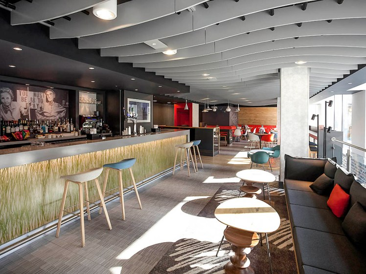 Reception and bar area at Ibis Brighton City Centre