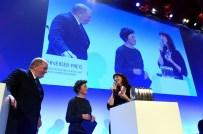 Jörg Thadeusz, Brigitte Fehrle und Preisträgerin Miriam Opresnik
