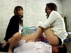 女教師2人組がパンスト尻顔面騎乗でを生徒を窒息させ指導!