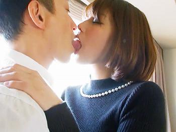 素人人妻熟女スレンダー騎乗位ベロキス手コキ寝取られ[NTR]美しいけど男に縁ない熟女が若いパワーチ×ポに陥落「す…凄い」激濡れの膣穴を震わせチ×コと激ピストンをおねだり!50分