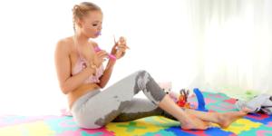 Nicole oplever ageplay og urin fetish for første gang
