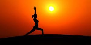 Se fotos og film med kropbeviste og smidige yogapiger