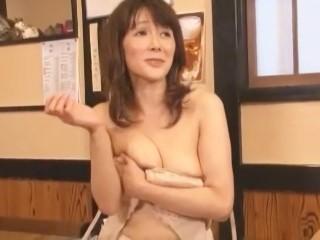【桐岡さつき】居酒屋での主婦コンに連れ込まれて輪姦されるスレンダーな39歳美熟女