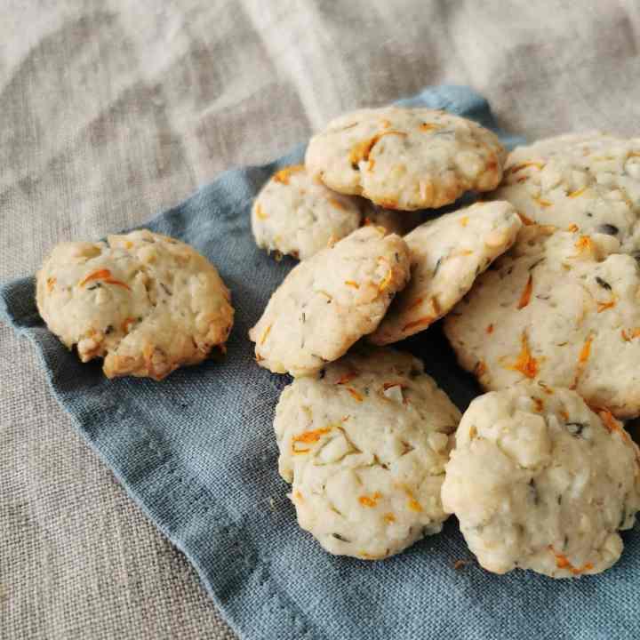 Recipe: Macadamia crackers with calendula and thyme