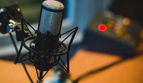 5 Podcasts Para Começar Melhor o Dia