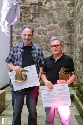 Suso Montero e Carlos Alonso recibiron o Premio de Honra 'Roberto Vidal Bolaño' da Mostra de Ribadavia. Foto: Rosinha Rojo.