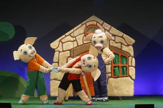 Os tres porquiños EducaTeatro Producións