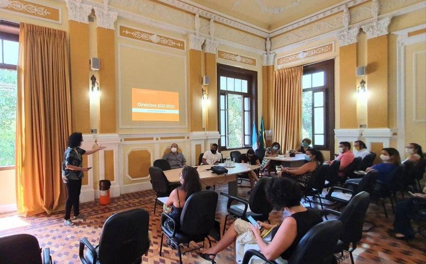 Reunião educação Niterói
