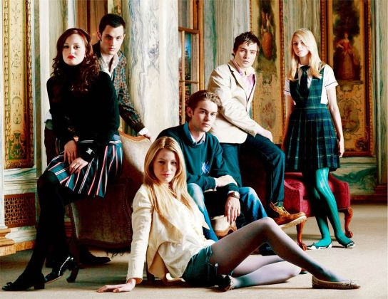 Pictured: (Back Row) Penn Badgley as Dan, Ed Westwick as Chuck, Taylor Momsen as Jenny. (Middle Row) Leighton Meester as Blair, Chace Crawford as Nate. (Front Row) Blake Lively as Serena in GOSSIP GIRL on The CW. Photo Credit: The CW / Timothy White © 2007 The CW Network, LLC. All Rights Reserved.