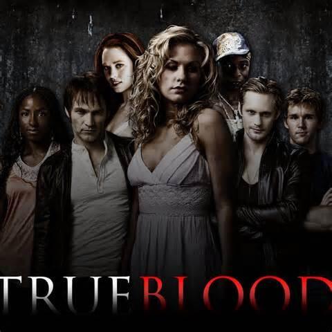 Les acteurs de la série True Blood debout l'air ténébreux