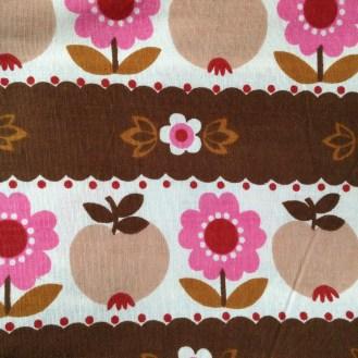 Webware aus Baumwolle mit Blumen und Äpfeln