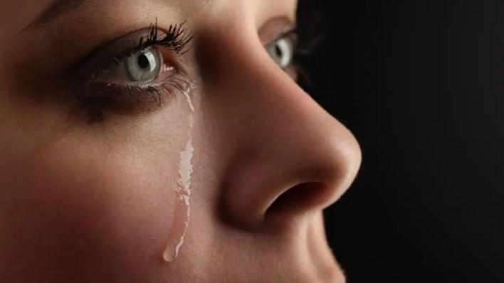 ağlama duygusu nasıl bastırılır? gözyaşları nasıl tutulur?
