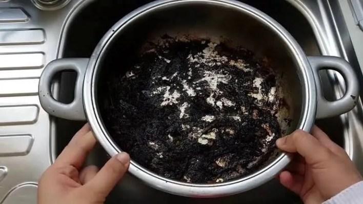 mutfaktaki yanmış yağ kokusu nasıl çıkar? yemek kokusu çözümleri