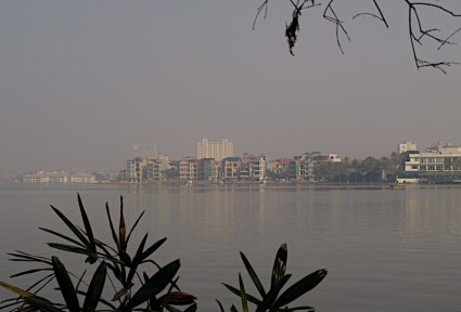 Det sørlige Frankrike i det nordlige Vietnam. Et bybilde fra Hanoi. ******* Southern France in Northern Vietnam. I cityscape from Hanoi.  Specs: Olympus E-500, Zuiko 14-42 f3.5-4.5