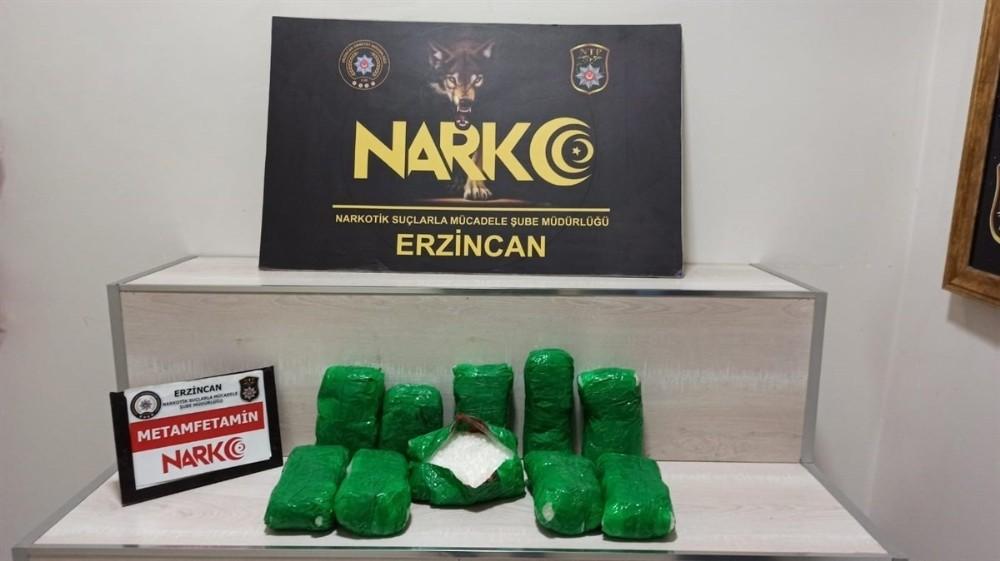 Erzincan'da aracın ön tamponuna zulalanmış 5 kilo 49 gram metamfetamin uyuşturucu ele geçirildi