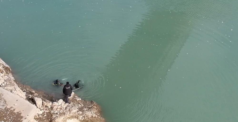 Elazığ'dan gelen dalgıç ekibi Fırat Nehri'nde arama yaptı