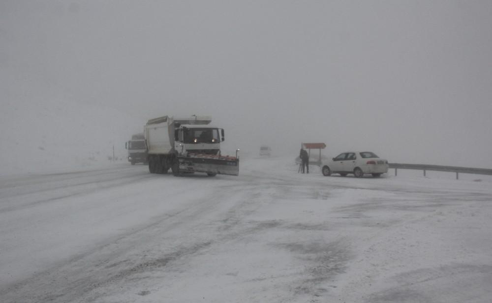 Erzincan'ın yüksek kesimlerinde kar yağışı etkili oldu