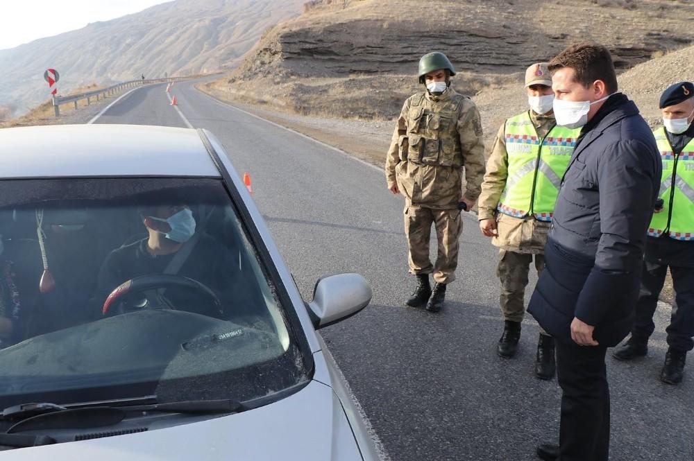 Kaymakam Kaptanoğlu, Jandarma kontrol uygulama noktasını ziyaret etti