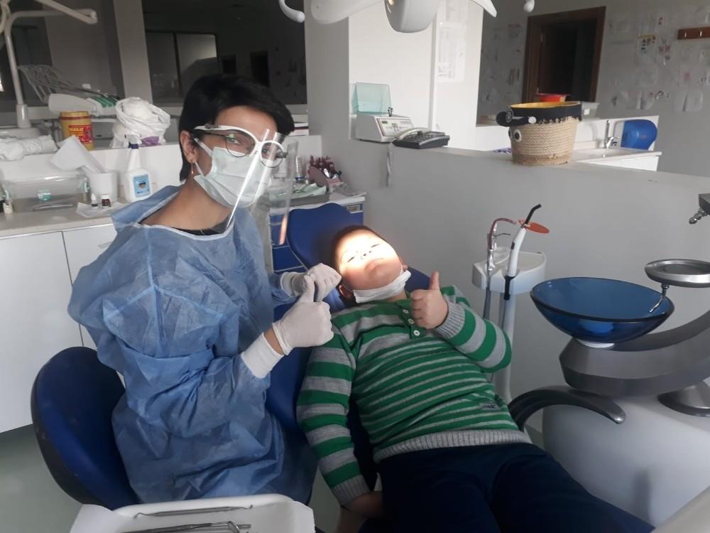 Çocuklarda düzenli diş muayenesi önemli