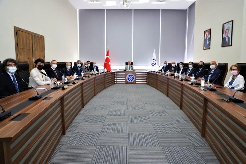 Rektörlüğün yeni binasında ilk yönetim kurulu toplantısı yapıldı