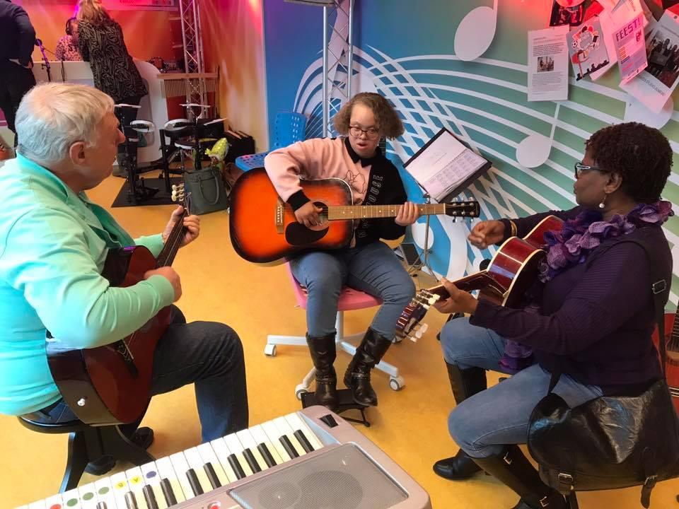 Muziek maken met patiëntjes in de Muziekids studio in de KinderKliniek Almere