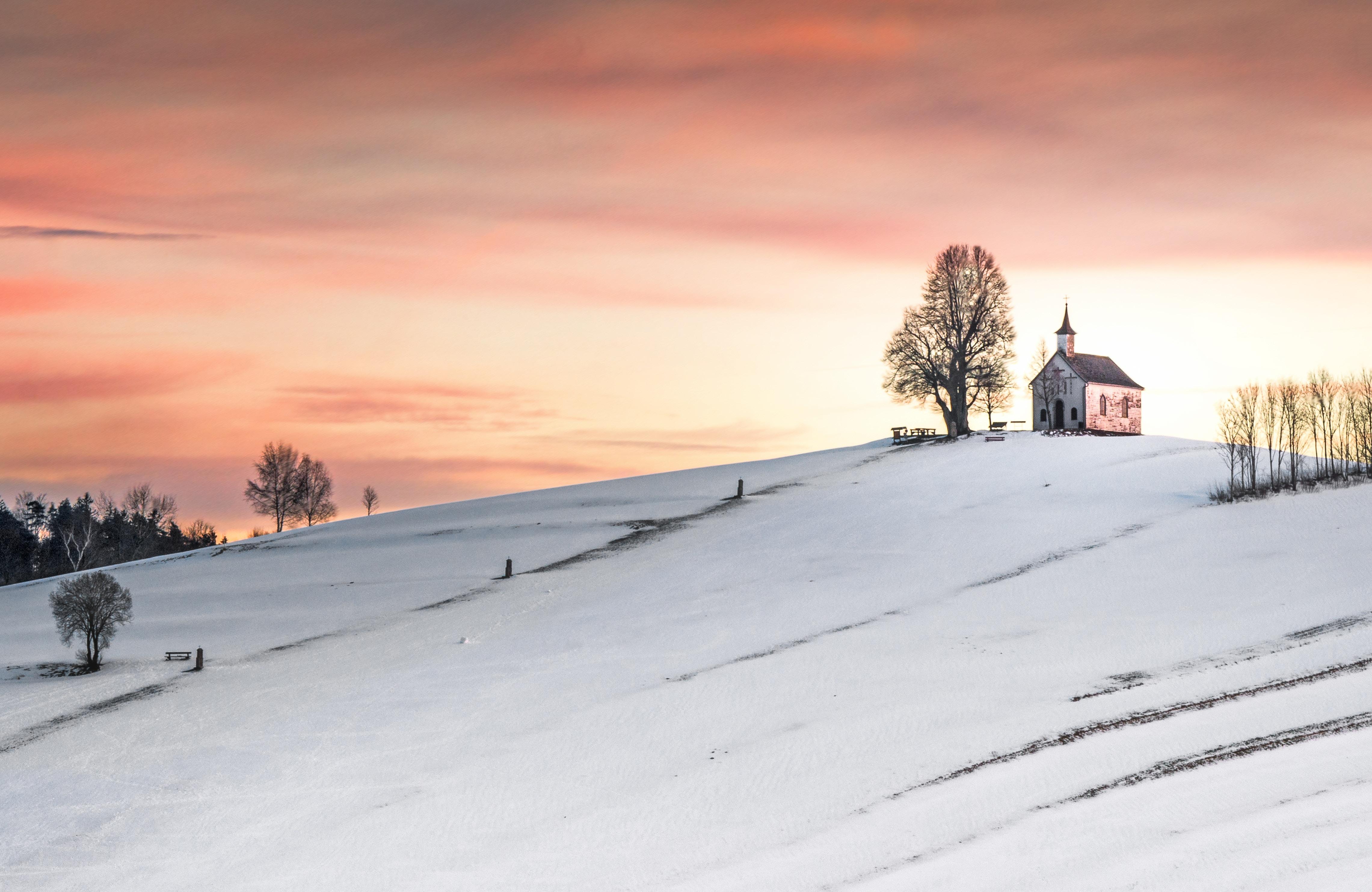 La iglesia tiene dos misiones: una estrecha y una amplia