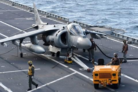 AV-8B Harrier II+ portaaviones Cavour marina italiana