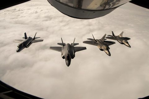 F-22 Raptor se entrenaron con aviones F-35A Real Fuerza Aerea Noruega