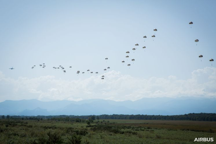 2.-A400M-Paratroopers