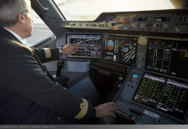 A350 XWB touchscreen cockpit displays