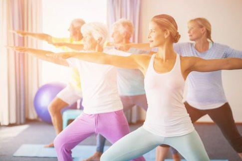 yoga para las personas mayores