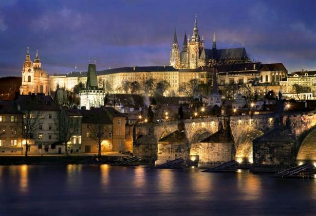 Castillos Medievales Castillo de Praga, República Checa de noche