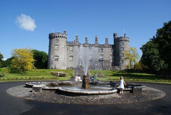Castillos Medievales Castillo de Kilkenny, Irlanda fuente exterior
