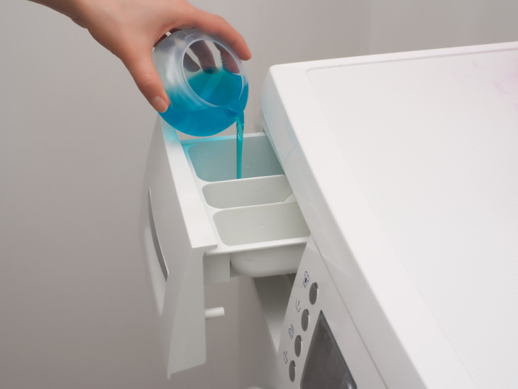 Errores al limpiar tu cubrebocas No usar detergente al limpiar tus cubrebocas