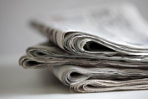Usos Para Las Cosas Acumuladas En Tu Garaje periódicos viejos