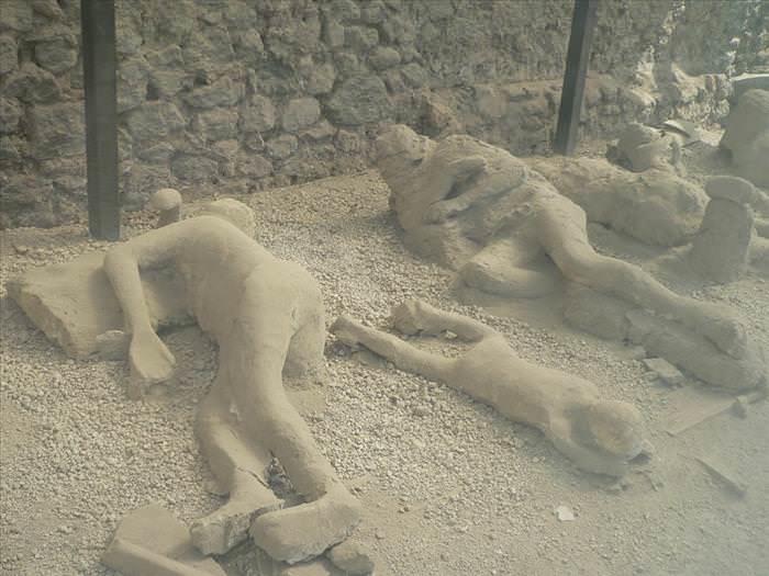 Lo Que Debes Ver En Las Ruinas De Pompeya Moldes de yeso de personas calcinadas
