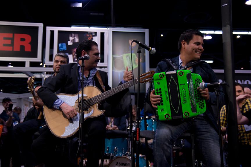 Mario Quintero Lara juega H. Jimenez en vivo en el NAMM 2014