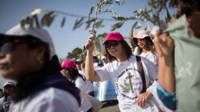 EASTERPeregrinos cristianos participan en la tradicional procesión del Domingo de Ramos. Foto de Yonatan Sindel/FLASH90.