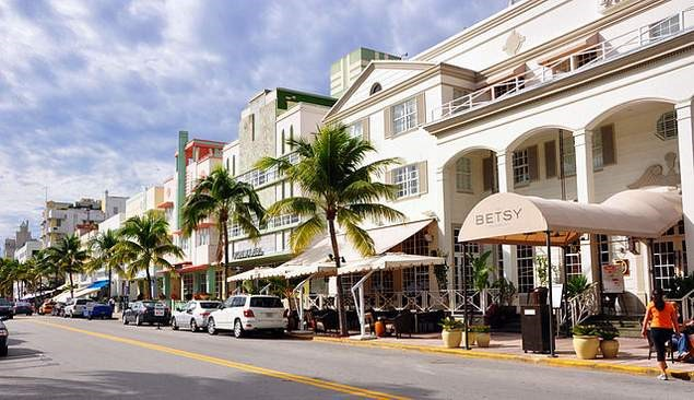 En la calle Ocean Drive en Miami Beach