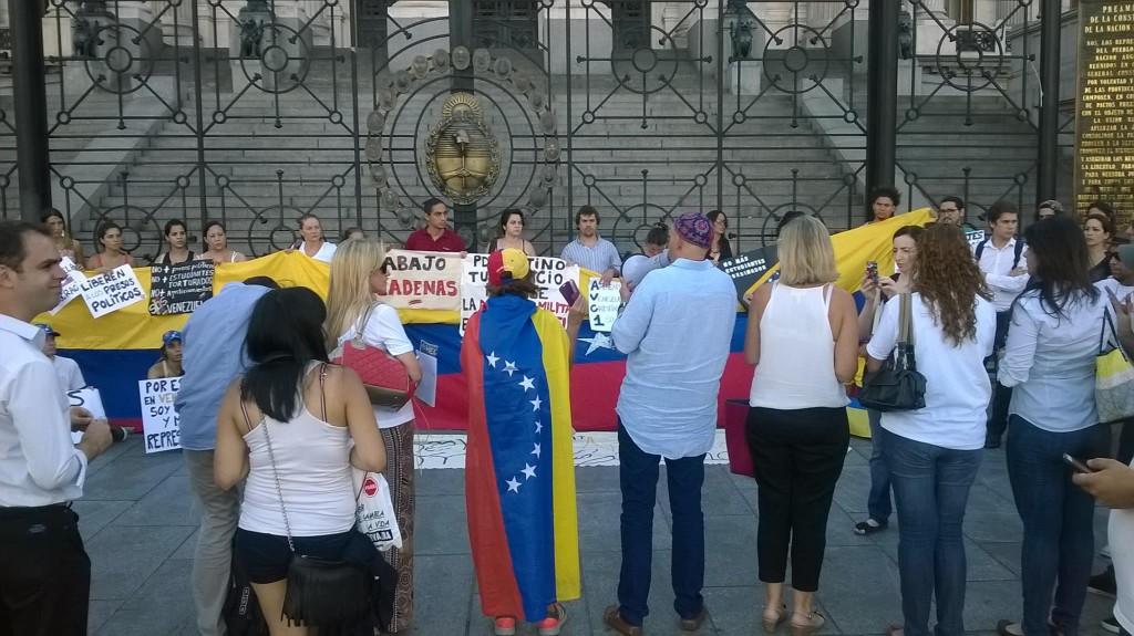 El diputado Sergio Bergman se solidarizó con las protestas a favor de los DD.HH. en Venezuela. (PanAm Post)