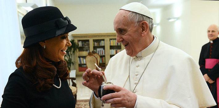 800px-Pope_Francis_with_Cristina_Fernandez_de_Kirchner_4
