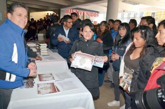 Certificados a funcionarios bolivianos