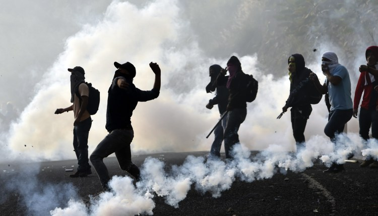 Student teachers from Ayotzinapa angry for the disappearance of 43 st