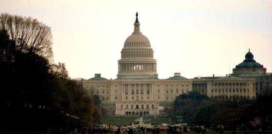 Senado estadounidense logra acuerdo que reabrirá actividades del Gobierno