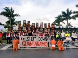 Unos 75 activistas pidieron el cese de actividades en el centro de detencion en Guantanamo. (Facebook)