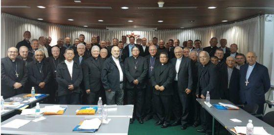"""Obispos venezolanos catalogan presidenciales como """"espectáculo de distracción y alienación"""""""