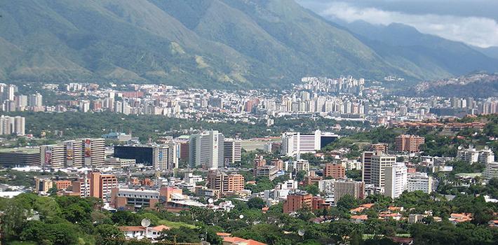 Zonas de clase media y alta en el este de Caracas sufren la marginación del Gobierno central en cuanto a los servicios públicos.