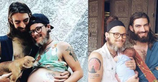 Hombre transgénero da a luz y se convierte en padre junto a su pareja gay