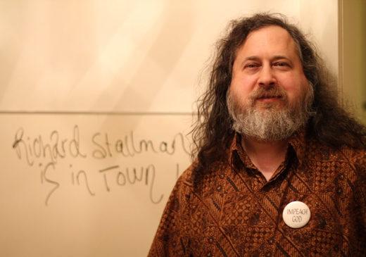 """Entrevista con Richard Stallman: """"Los móviles espían y transmiten nuestras conversaciones, incluso apagados"""""""